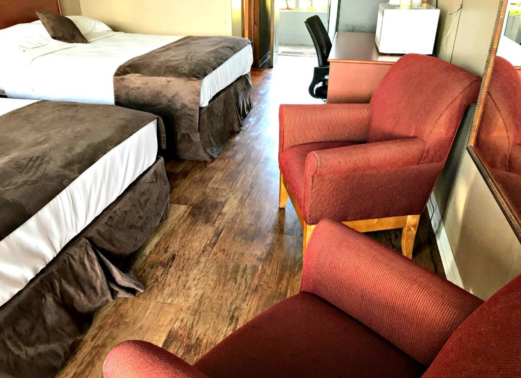 delton oaks lakeside rooms