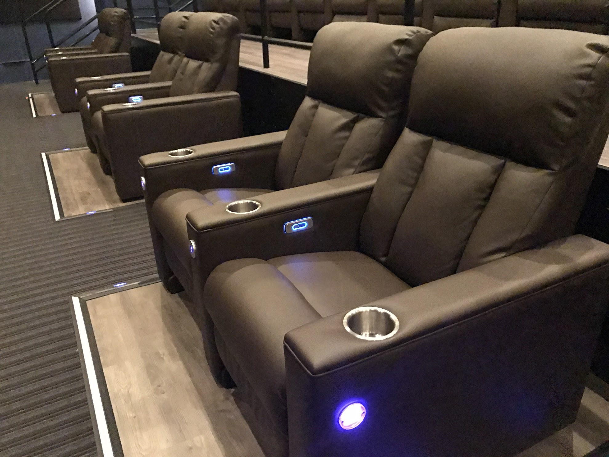 New Luxury Movie Theater In Plymouth Emagine Willow Creek Real